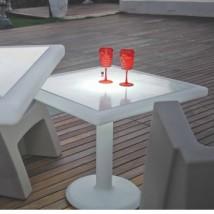 Mesa cuadrada con luz