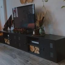 Mueble para la TV de metal negro