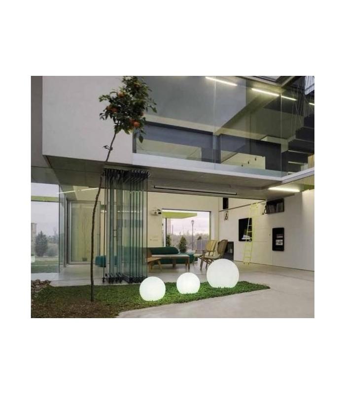 Esfera iluminada, uno de los muebles de jardín más solicitados